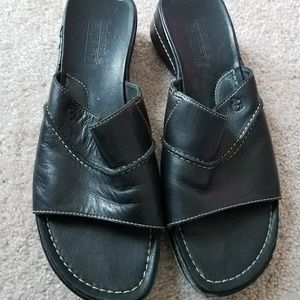 Black leather Timberland sandals